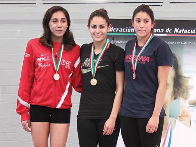 Paola Espinosa (centro) será la única representante de la delegación mexicana que  esté en tres pruebas en la competencia que se realizará en julio en Shanghai. Fotos: Notimex