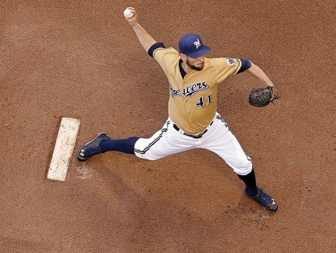 Marco Estrada continúa con su gran temporada con los Cerveceros; ya son cinco éxitos. Foto: AP