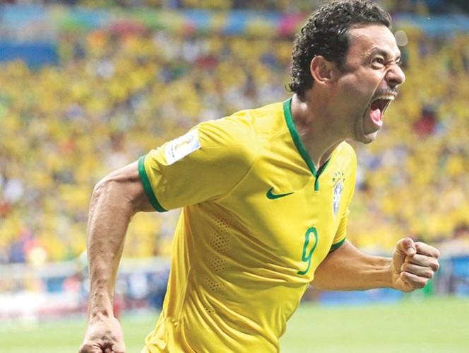 """A Fred, FIFA TV le anuló su gol ante Camerún, por """"fuera de lugar"""". Foto: AP"""