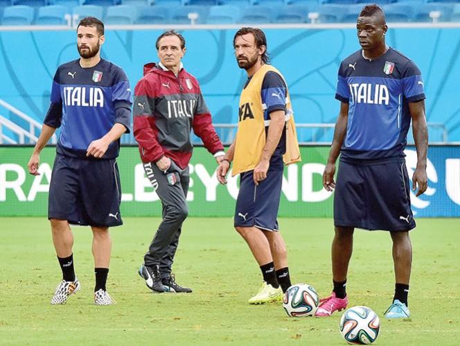 Italia y Uruguay se disputan el pase a octavos