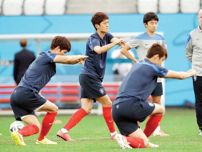 Jugadores coreanos, durante la práctica en la Arena Corinthians. Foto: AP