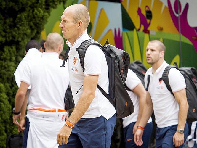 Holanda llega a Sao Paulo para enfrentar a Argentina