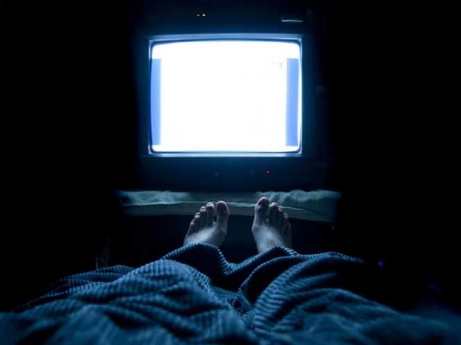 Ver televisión más de tres horas aumenta el riesgo de muerte prematura