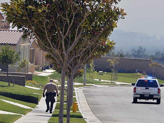 El incendio en el Bosque Nacional de San Bernardino, cerca de Rancho Cucamonga, no ha causado pérdidas humanas, pero sí daños menores a una construcción.
