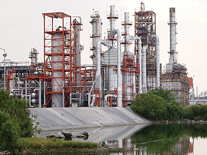 El petróleo mexicano supera los 100 dólares; conflicto en Irak dispara los precios