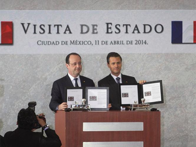 Ambos mandatarios cancelaron el sello postal conmemorativo del evento. Foto: Cuartoscuro