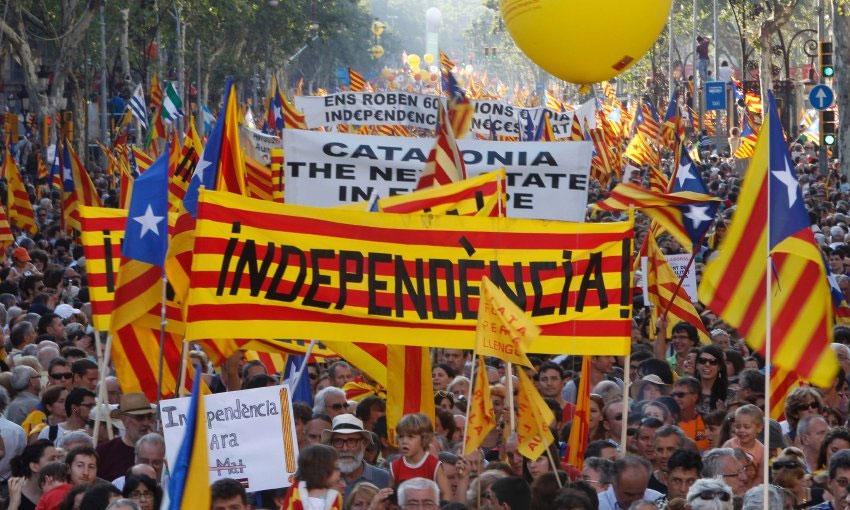 """El presidente del gobierno español dijo que quiere que Cataluña siga siendo parte de España, como lo es desde siglos atrás, que han compartido """"historia, fortuna, calamidades, mezclado sangre y familias, todo lo hecho juntos ha merecido la pena""""."""