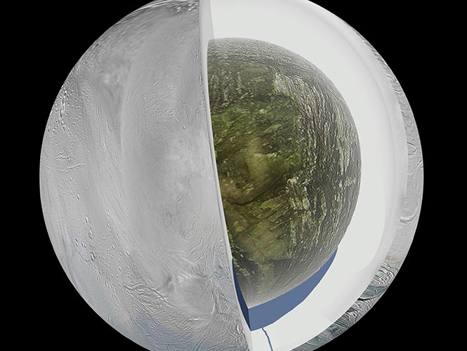 Un grupo de científicos ha descubierto un vasto océano debajo de la superficie congelada de la pequeña luna Encélado de Saturno