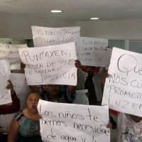 Irrumpen habitantes en palacio de gobierno de Campeche - Excélsior