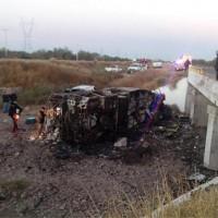 Autobús de pasajeros se impacta con camión y mueren 14 personas - Excélsior