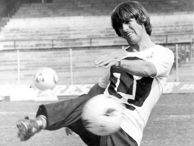 Como jugador, Bora Milutinovic ganó la Copa México 1974-75 y fue Campeón de Campeones en 1975. En su etapa como técnico, conquistó la Liga en 1980-81 y otros trofeos internacionales.