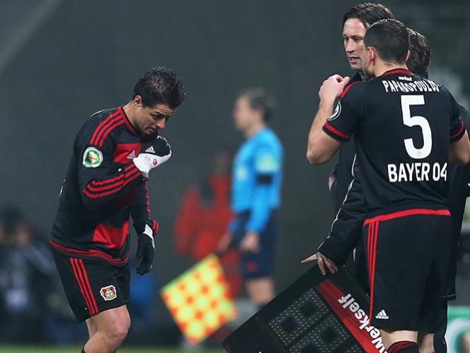 El día de ayer, Javier Hernández salió de cambio en el minuto 56 en el duelo ante el Werder Bremen por una molestia en el lado izquierdo de la parte baja de la espalda (Mexsport)