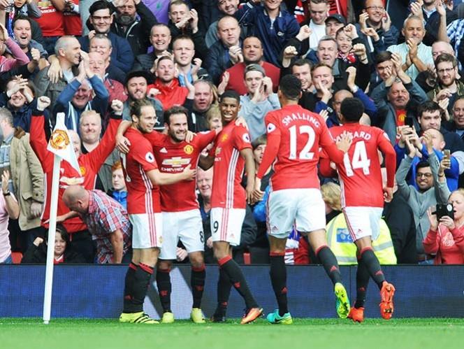 (VIDEO) Valencia conserva la titularidad y el United golea al Leicester