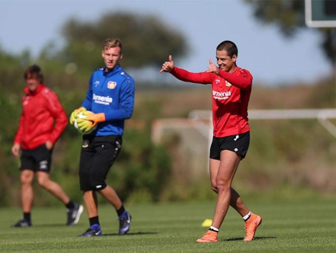 El golecito que se avienta 'Chicharito' en la práctica (Foto: Cortesía Bayer Leverkusen)
