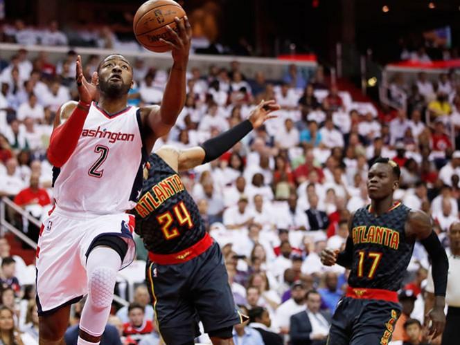 Wall anota 32 y los Wizards empiezan venciendo a Hawks
