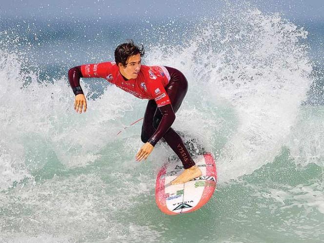 Mexicano Jhony Corzo es el nuevo campeón mundial de surf