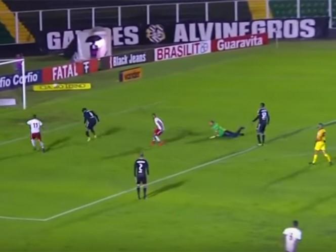 Recibió un gol insólito y decidió irse del estadio — El peor debut