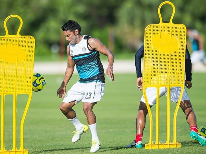 'Gallito' Vázquez podría iniciar el torneo con Chivas