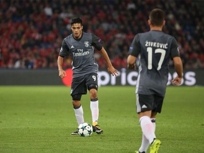Raúl Jiménez sufrió la paliza del Basel al Benfica