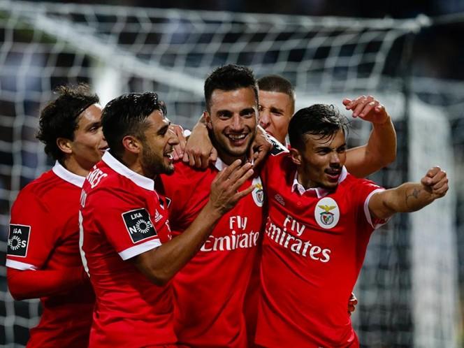 Benfica con Raúl Jiménez vence a Vitoria de Guimaraes