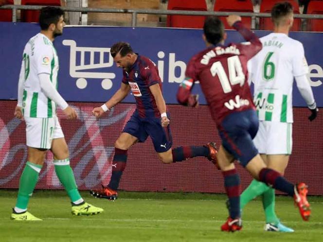 Eibar golea al Betis de Guardado