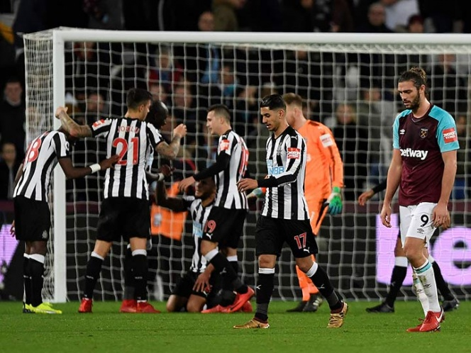West Ham cae ante Newcastle con ''Chicharito'' de cambio