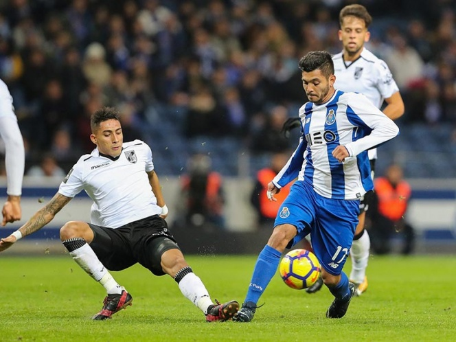 DT de Porto busca permanencia de Layún