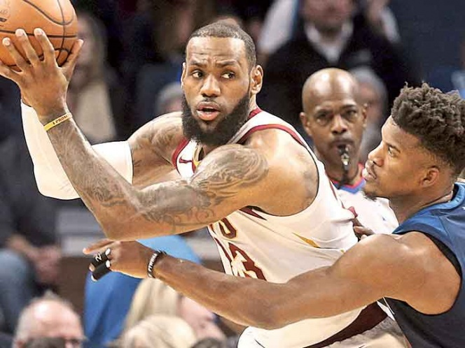 LeBron James apenas encestó 10 puntos en uno de sus peores juegos a la ofensiva en la temporada