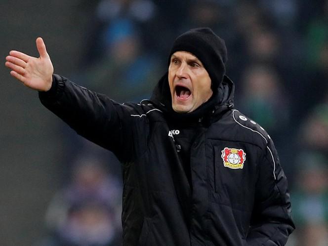 Técnico del Leverkusen es sancionado por fingir agresión