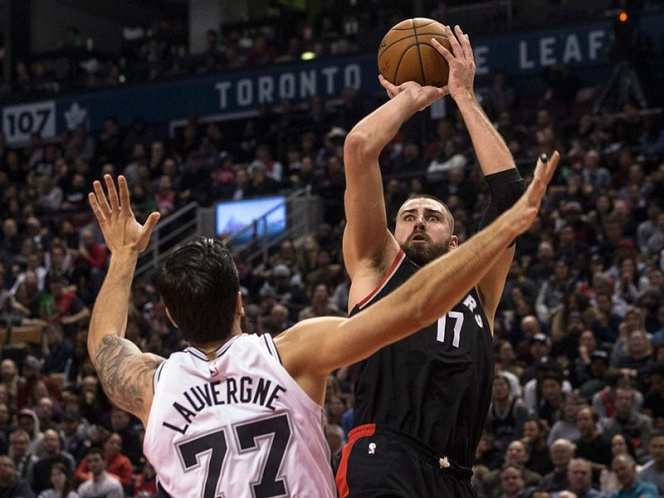 Raptors superan 86-83 a los Spurs