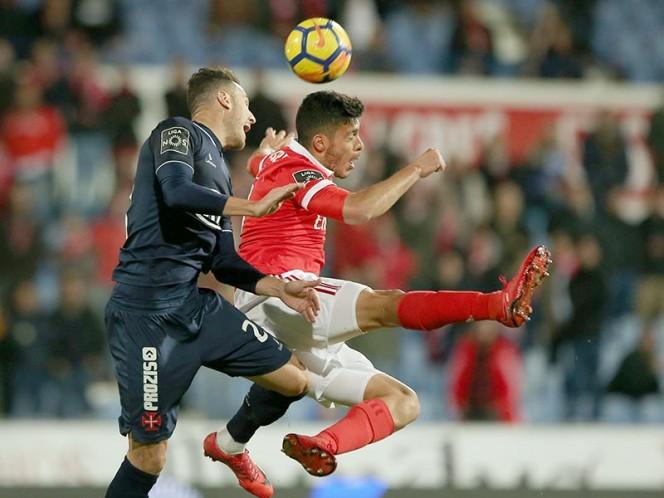 Tiro libre salvó empate para Benfica; Jiménez entró al 75'