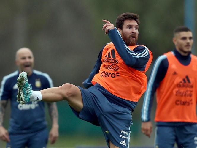 Messi entrenó, pero aún está en duda