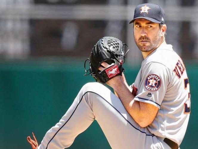 Verlander y el bateo latino dan a Astros el octavo triunfo consecutivo