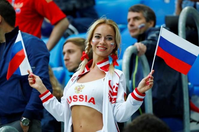 Anuncio sexoso y atrevido de Burguer King causa escándalo en Rusia