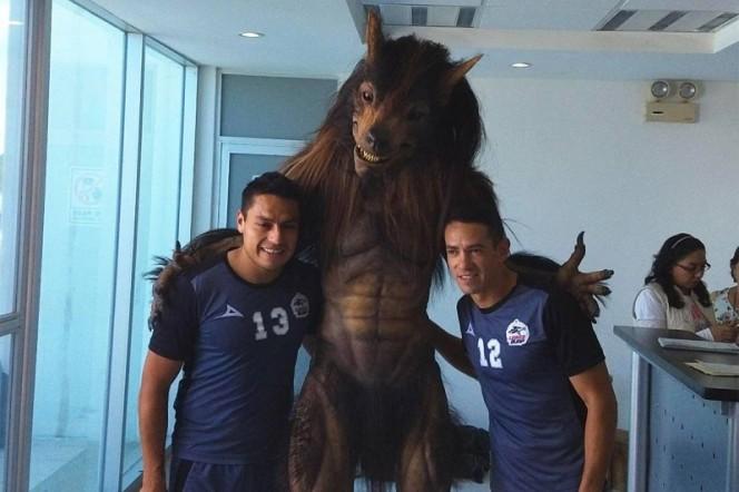 La nueva mascota de Lobos BUAP genera varios comentarios entre los usuarios (Fotos tomadas de Twitter)