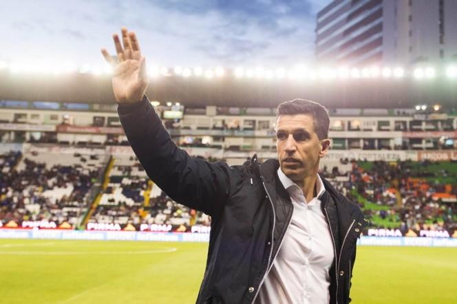 León le da las gracias a Gustavo Díaz