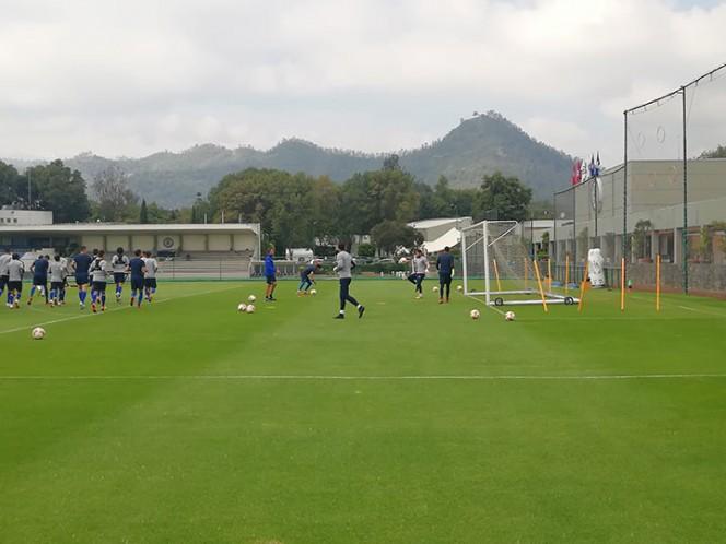 Pedro Caixinha les da terapia a jugadores del Cruz Azul