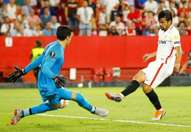 Golean a Ochoa en la Liga de Europa