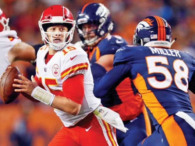 30-14. Jones regresa una interceptación y los Chiefs siguen invictos