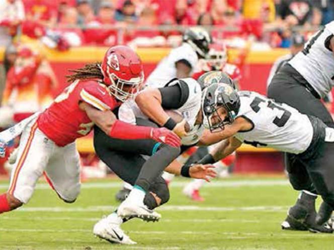 Chiefs dominan con su defensa a Jaguars y los vencen 30-14