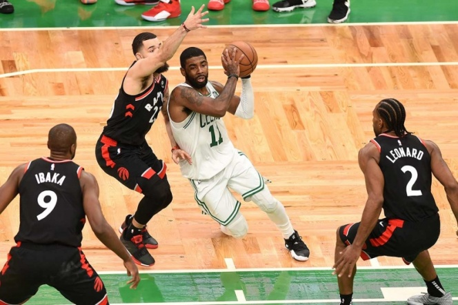 Kyrie aporta 43 puntos en triunfo de Celtics sobre Raptors