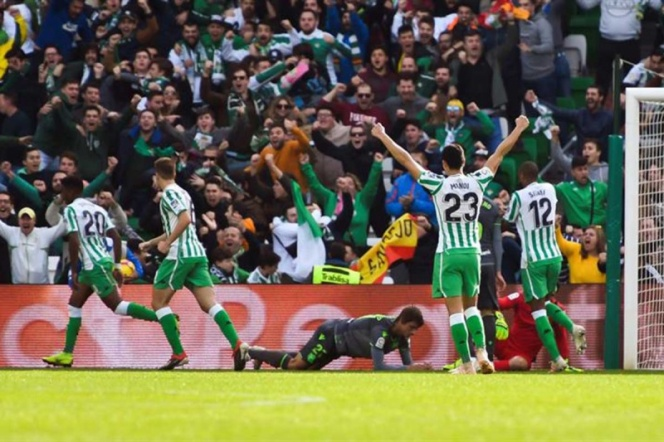 Real Betis consigue la victoria; Andrés Guardado se lesiona