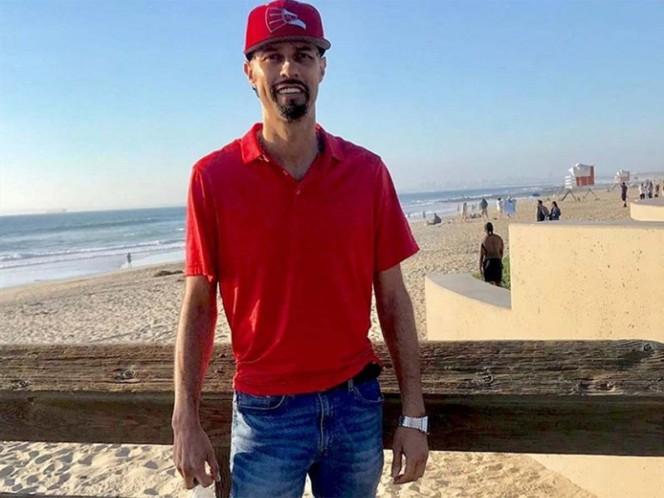 Esteban Loaiza se despide antes de ingresar a prisión