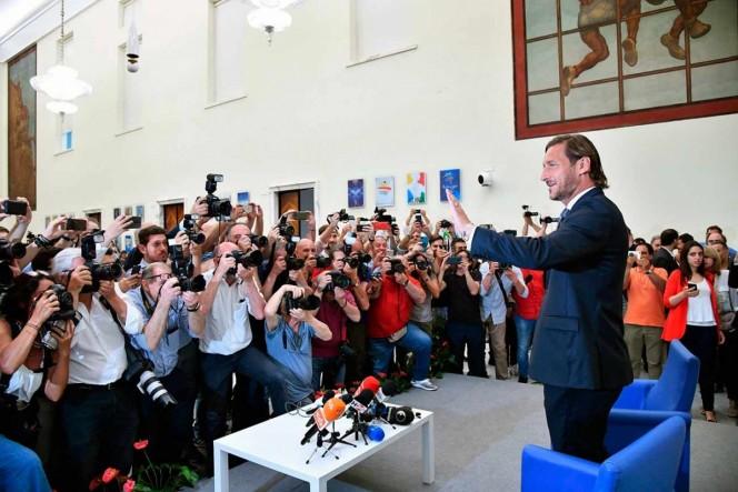 Totti renuncia y agudiza crisis de la Roma