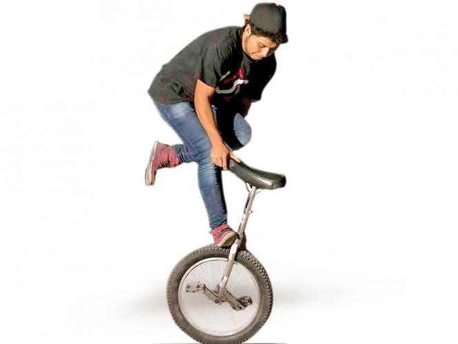 Monociclo extremo; la delgada línea entre el circo y el deporte