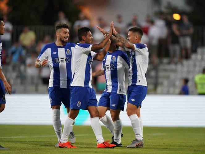 'Tecatito' titular en triunfo del Porto sobre Fulham