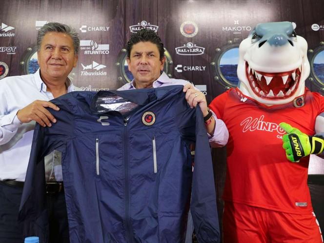 Tiburones del Veracruz hace oficial la llegada de Raúl Arias
