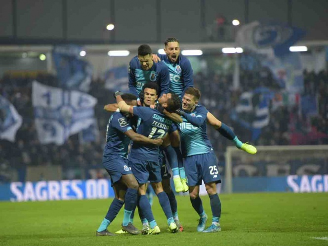 'Tecatito' marca golazo en goleada del Porto