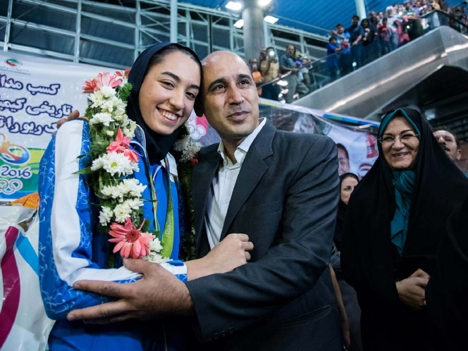 Medallista olímpica sale huyendo de Irán