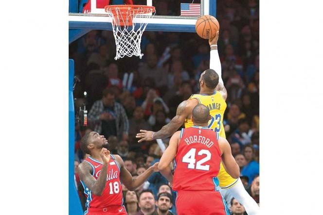 Sube el escalón; LeBron supera a Kobe en puntos